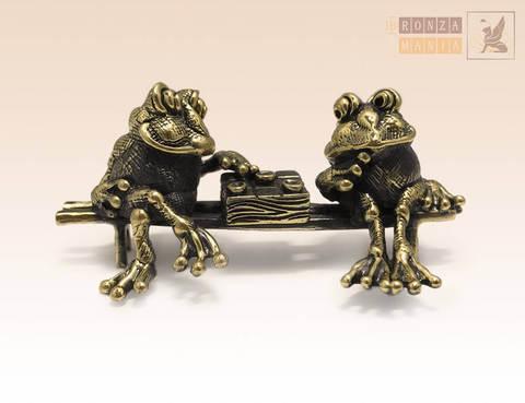 фигурка Лягушки с шашками