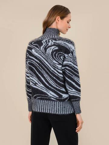 Женский свитер черного цвета из мохера - фото 4