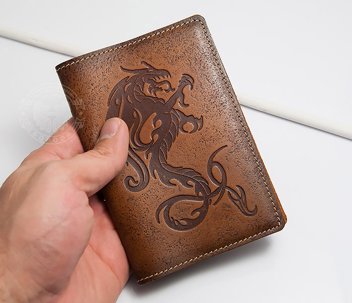 BY14-09-07 Красивая обложка на паспорт из кожи «Огненный дракон» фото 03