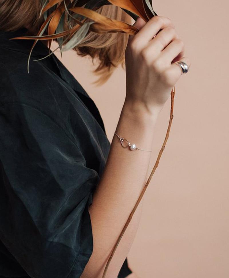 Серебряный браслет с жемчужиной