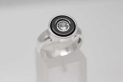 Кольцо из серебра 925 пробы с гематитом и фианитом