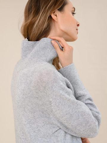 Женский свитер светло-серого цвета из шерсти и кашемира - фото 3