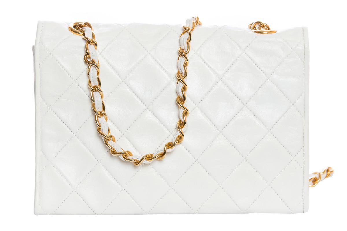 Изящная белая сумочка-клатч от Chanel