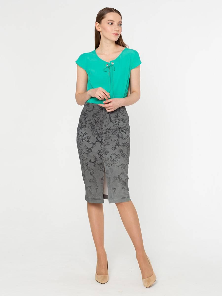 Юбка Б021-183 - Стильная юбка элегантного серого цвета с притягательным узором и эффектным разрезом спереди.Прямая юбка-карандаш сужается книзу, слегка облегает бедра. Искусно скроена, чтобы подчеркнуть все лучшее, что есть в классической женской красоте.В ней можно выглядеть по-деловому строго, с одной стороны, и женственно и привлекательно, с другой. Комбинируйте с различными вариантами верха и создавайте свой индивидуальный образ.