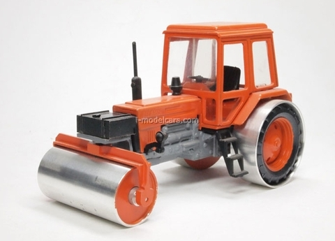 MTZ-82 road roller Kompanion 1:43
