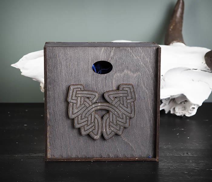 BOX218-1 Подарочная коробка из  дерева с бородой (17*17*7 см) фото 02