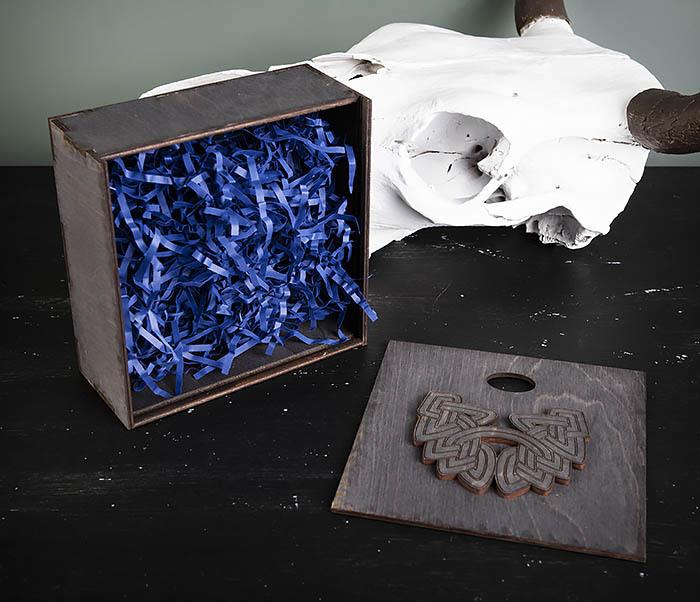 BOX218-1 Подарочная коробка из  дерева с бородой (17*17*7 см) фото 06