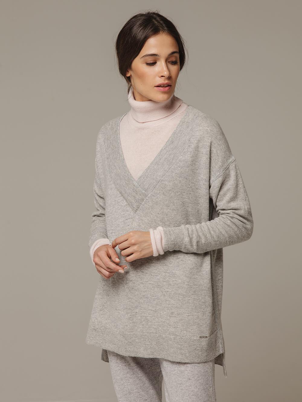 Женский серый джемпер с V-образным вырезом из 100% кашемира - фото 1