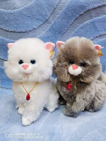 Кошка серая и белая 50 см