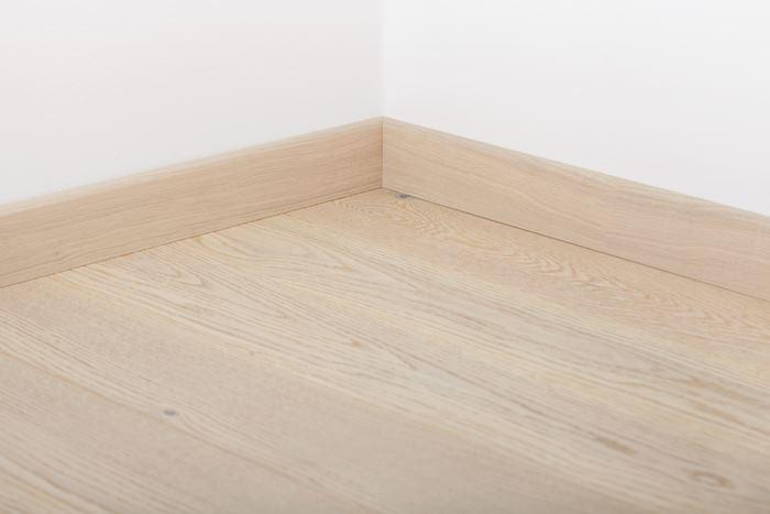 Плинтус Tarkett Tango Дуб Американский Антик белый 80*20*2400 вертикальный (наклонный)