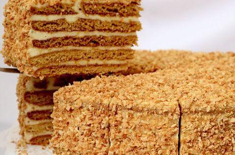Кусок вкуснейшего безглютенового торта-медовика