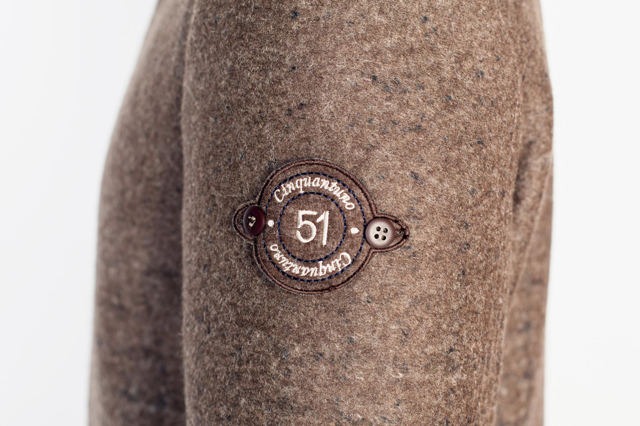 Повседневное коричневое пальто с капюшоном, логотип