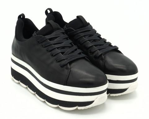 Черные кожаные кроссовки на высокой платформе