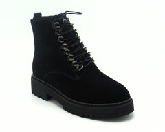 Черные ботинки с декоративной шнуровкой