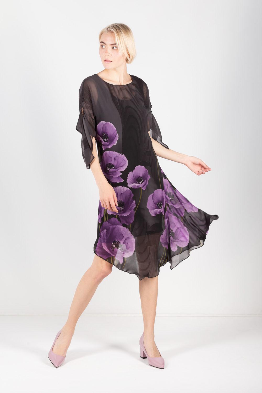 Платье З437-823 - Платье романтического стиля, украшенное крупными распустившимися лиловыми маками на контрастном черном фоне. Двуслойное платье выполнено в универсальном черном цвете – цвете стабильности и грации.Нижнее платье прямого силуэта длиной на ладонь выше колена. Воздушная верхняя часть сшита из легкого прозрачного шифона. Дополнительная особенность модели в ассиметричном низе и соблазнительном разрезе до бедра с левой стороны платья. Привлекают внимание очаровательные завязывающиеся элементы на рукавах.Оно потрясающе будет смотреться на вас при посещении различных мероприятий, в том числе свиданий и праздников