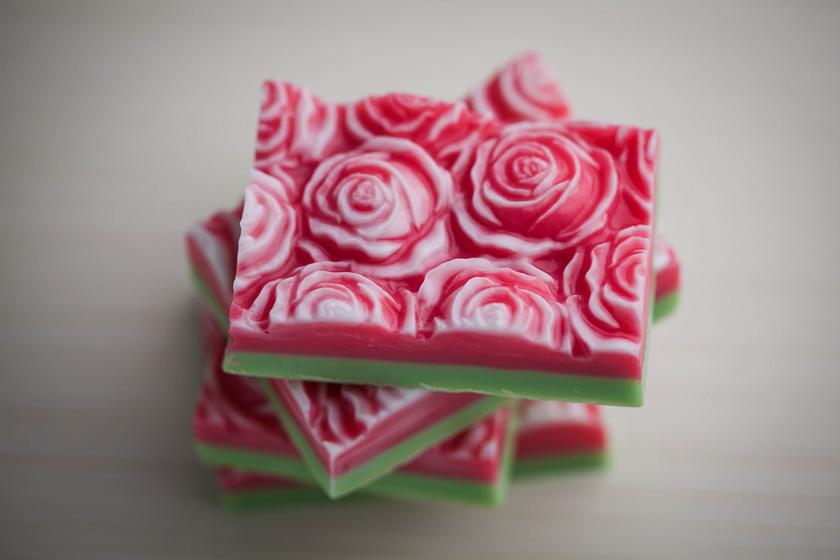 Мыло с розами. Форма пластиковая под нарезку