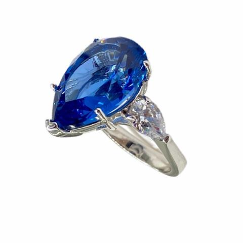 52184- Кольцо из серебра с каплевидным сапфировым кварцем