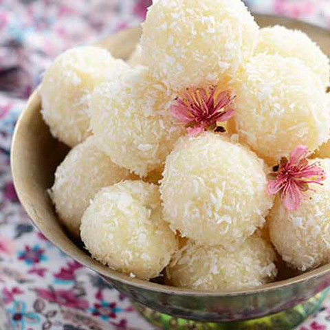 https://static-ru.insales.ru/images/products/1/975/48022479/coconut_ladoo.jpg